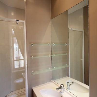 Salle de bain privative - Chambre la Piscine